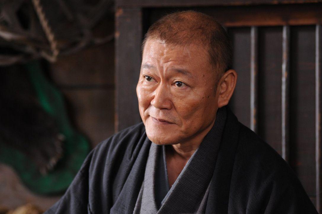 Als der erfahrene Kopfgeldjäger Masaharu Kitaoji (Jun Kunimura) dem Ruf des Geldes in eine Grenzstadt folgt, wird er dort von dem lokalen Gesetzeshü... - Bildquelle: Warner Bros.