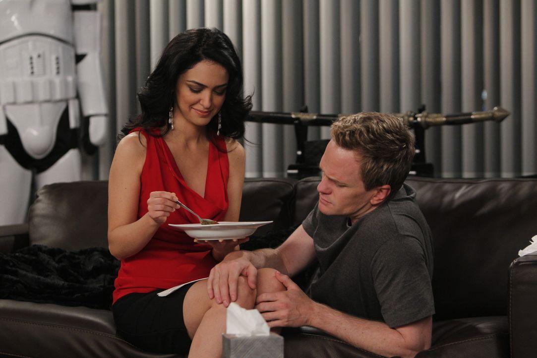 Verstehen sich prächtig: Nora (Nazanin Boniadi, l.) und Barney (Neil Patrick Harris, r.) ... - Bildquelle: 20th Century Fox International Television