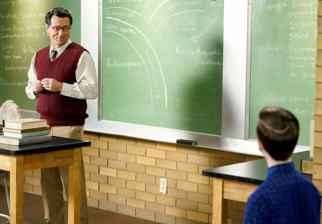 Dr. Willard (Doug Morency, l.); Sheldon Cooper (Iain Armitage, r.) - Bildquelle: 2020 Warner Bros. Entertainment Inc. All Rights Reserved.