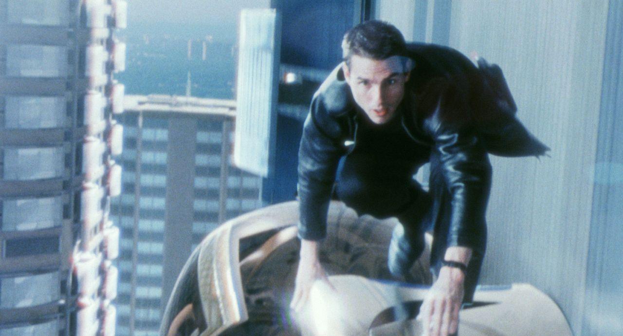 Auf der Flucht vor seinen ehemaligen Kollegen: John Anderton (Tom Cruise) ... - Bildquelle: 2002 Dreamworks LLC & 20th Century Fox Film Corp. All Rights Reserved