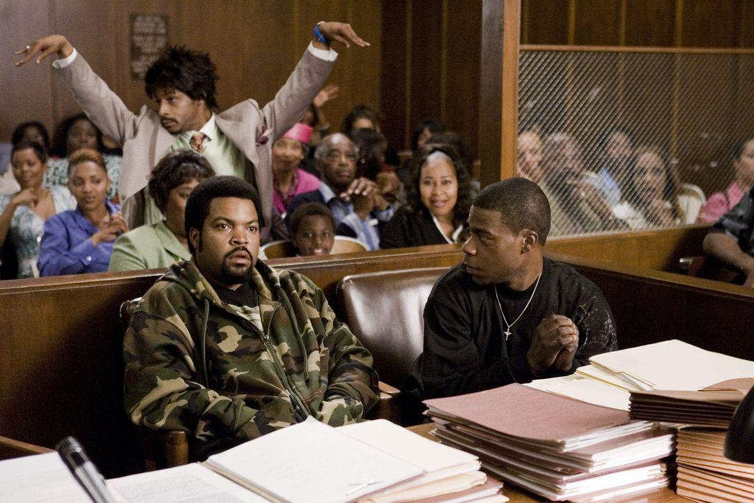 Nach dem Scheitern ihres letzten Coups landen LeeJohn (Tracy Morgan, r.) und Durell (Ice Cube, l.) wieder vor Gericht. Der verrückte Chorleiter Ric... - Bildquelle: 2007 Screen Gems, Inc. All Rights Reserved.