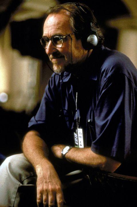 Scream Regisseur Wes Craven taucht auch in einer Nebenrolle auf ... - Bildquelle: Kinowelt Filmverleih GmbH 1997