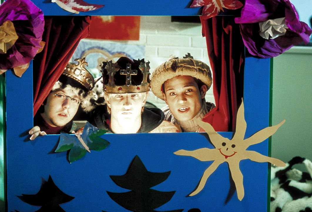 Mission Impossible: Als Heilige Drei Könige verkleidet, versuchen Frank (Niki Jondral, M.), Burhan (Fatih Alas, r.) und Wolle (Sebastian Kroehnert,... - Bildquelle: ProSieben
