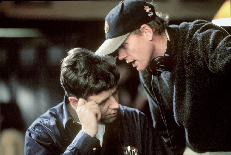 Russell Crowe, l. und Regisseur Ron Howard, r. bei den Dreharbeiten ... - Bildquelle: Universal Pictures