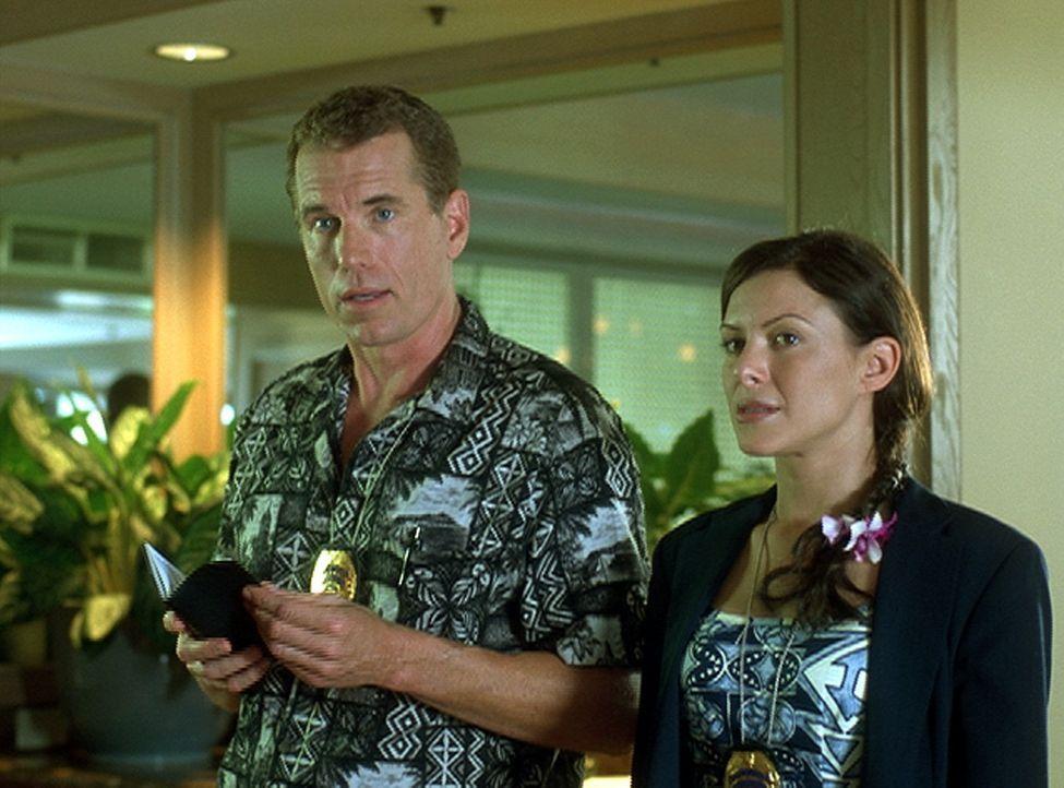 Strafversetzt nach Hawaii, weil er in L. A. zuviel Mist baute, stolpert Detective Shane Newman (Brent Huff, l.) geradewegs in die Mordserie an einer... - Bildquelle: 2004 by Epsilon Motion Pictures