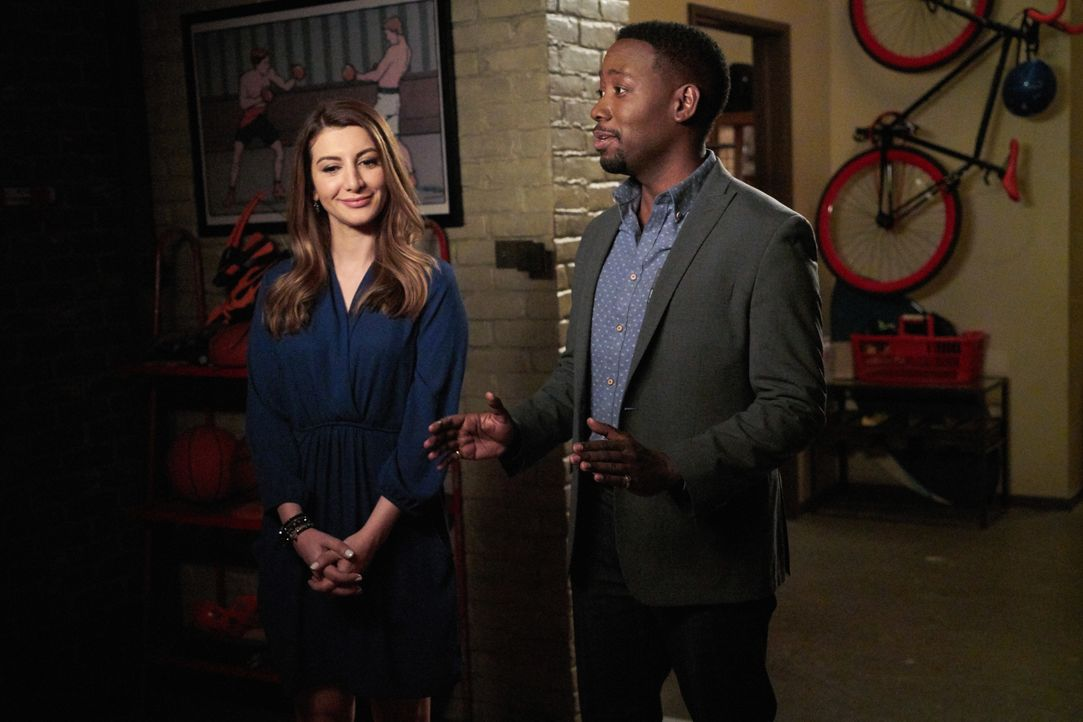 Überwältigt von der ganzen Brautsache macht Winston (Lamorne Morris, r.) eine Bemerkung, die Aly (Nasim Pedrad, l.) dazu bringt, zu fliehen - oder g... - Bildquelle: 2016 Fox and its related entities.  All rights reserved.