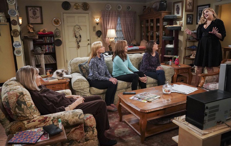 (v.l.n.r.) Marjorie (Mimi Kennedy); Jill (Jaime Pressly); Bonnie (Allison Janney); Wendy (Beth Hall); Tammy (Kristen Johnston) - Bildquelle: Sonja Flemming 2018 CBS Broadcasting, Inc. All Rights Reserved.