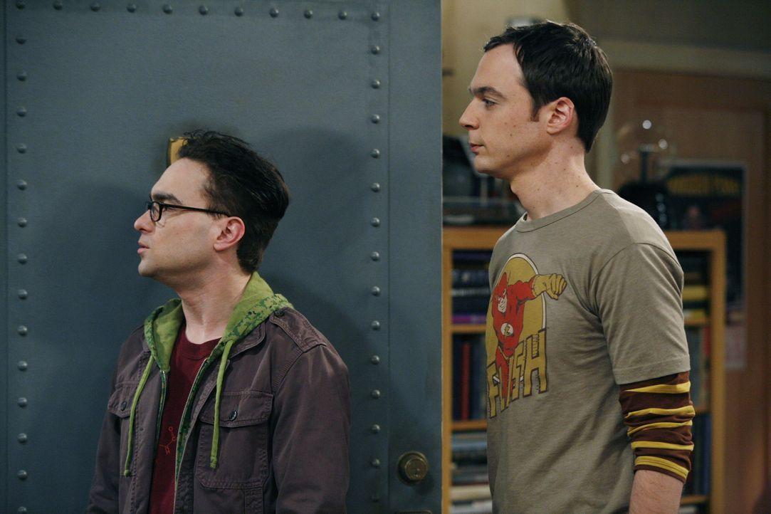 Das Leben der begnadeten Physiker Leonard (Johnny Galecki, l.) und Sheldon (Jim Parsons, r.) ändert sich schlagartig, als die attraktive Penny in d... - Bildquelle: Warner Bros. Television