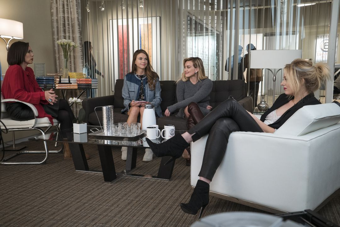 (v.l.n.r.) Diana (Miriam Shor); Liza (Sutton Foster); Kelsey (Hilary Duff); Jade (Justine Lupe) - Bildquelle: Hudson Street Productions Inc 2016