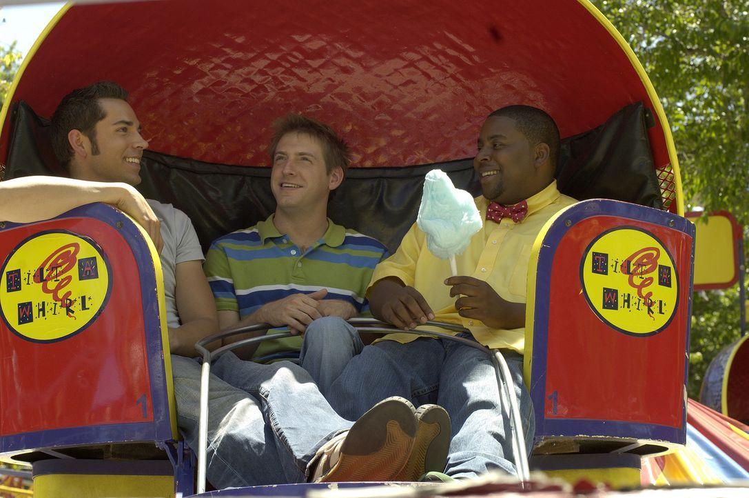 In einem riesigen Imbisswagen machen sich Ben (Zachary Levi, l.), Joel (Fran Kranz, M.) und Wyatt (Kenan Thompson, r.) auf einen Urlaubstrip ... - Bildquelle: 2007 Screen Gems, Inc. All Rights Reserved