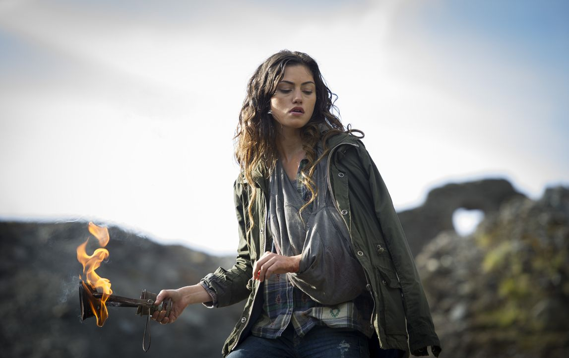 Die wagemutige Amy (Phoebe Tonkin) lässt sich nicht so schnell einschüchtern, aber als eine Gruppe Söldner ihre Schule auf einer einsamen Insel stür... - Bildquelle: Chris Raphael SquareOne / Universum