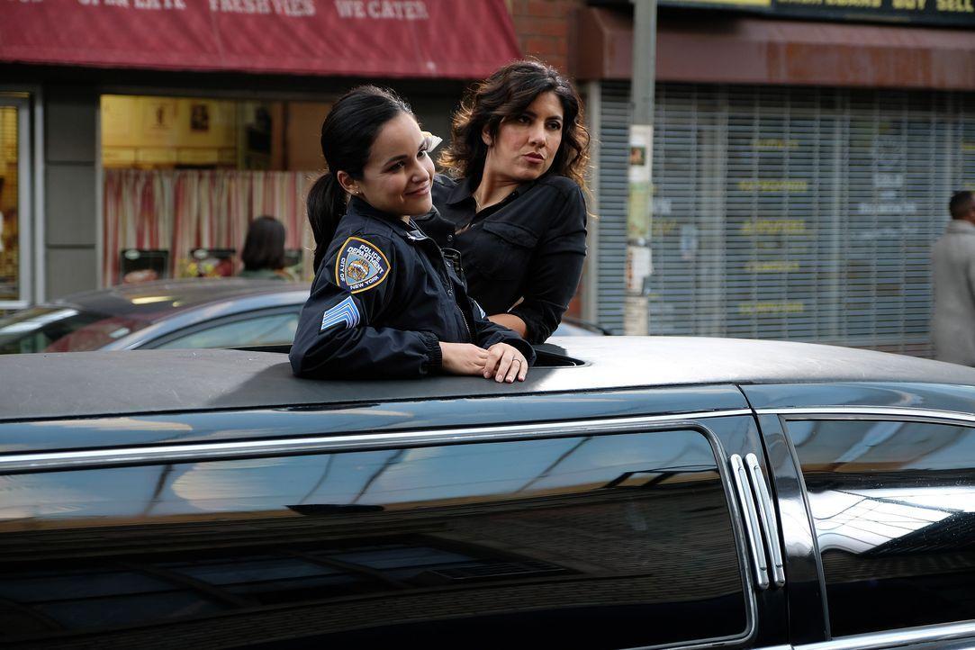 Amy Santiago (Melissa Fumero, l.); Rosa Diaz (Stephanie Beatriz, r.) - Bildquelle: John P. Fleenor 2019 UNIVERSAL TELEVISION LLC. All rights reserved. / John P. Fleenor