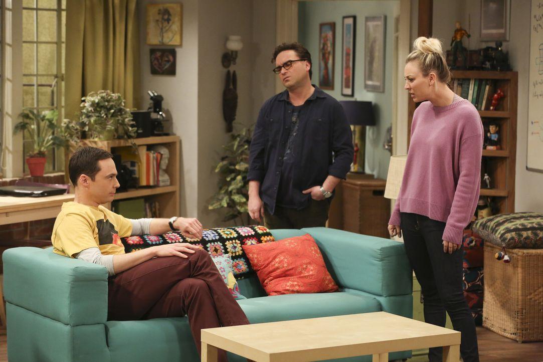 Leonard (Johnny Galecki, M.) erfährt, dass Sheldon (Jim Parsons, l.) der Präsident der Mietervereinigung ihres Hauses ist und will bei der nächsten... - Bildquelle: Warner Bros. Television