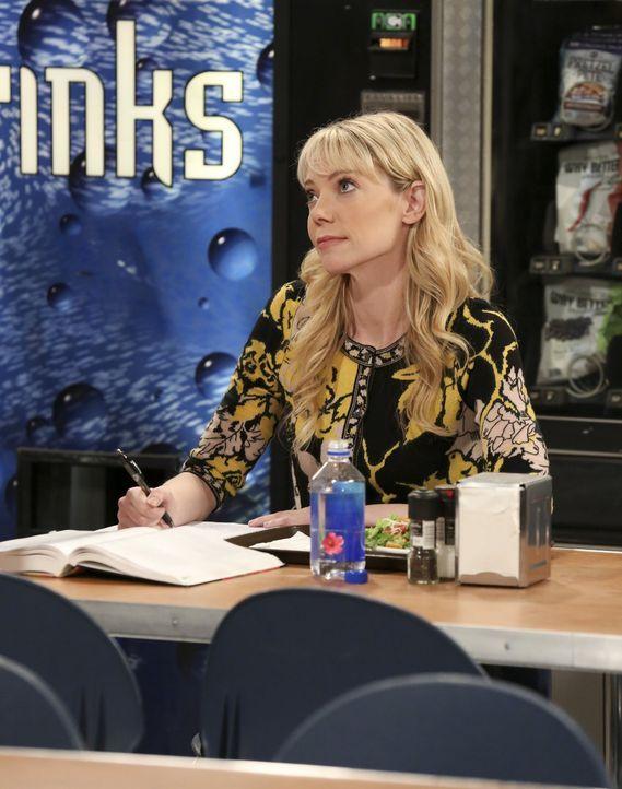 Wie wird Ramona (Riki Lindhome) reagieren, wenn sie von Sheldons Antrag für Amy erfährt? - Bildquelle: Warner Bros. Television