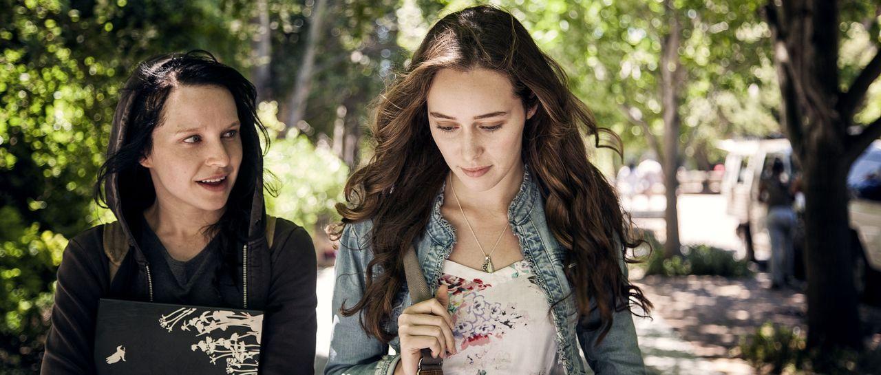 Laura Woodsen (Alycia Debnam-Carey, r.) ist eine hübsche und sehr beliebte Psychologiestudentin, deren Leben kaum besser laufen könnte: Sie hat viel... - Bildquelle: Casey Crafford Wiedemann & Berg Film / Casey Crafford
