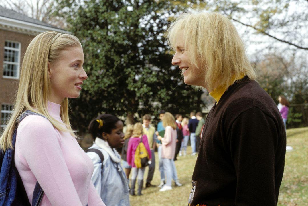 Als unbestechliche Reporterin der Schulzeitung wittert Jessica Matthews (Rachel Nichols, l.) schon bald die betrügerische Machenschaften um Harry (... - Bildquelle: Warner Bros.