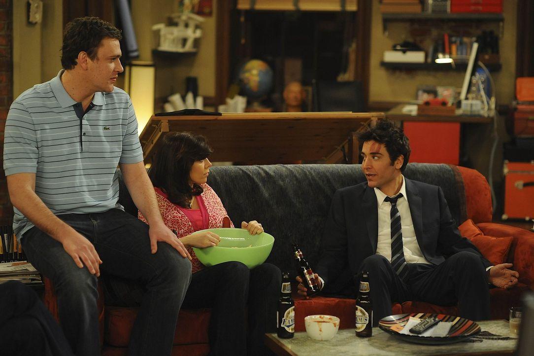 Wieder zu Hause: Ted (Josh Radnor, r.), Lily (Alyson Hannigan, M.) und Marshall (Jason Segel, l.) ... - Bildquelle: 20th Century Fox International Television