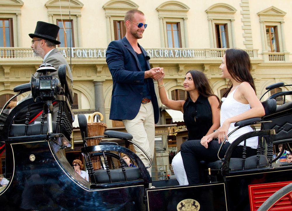 Wer wird die wahre Liebe finden? Dennis (2.v.l.), Mariana (2.v.r.) und Anastasiya (r.) ... - Bildquelle: Richard Hübner ProSieben
