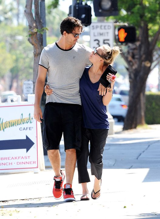 Kaley-Cuoco-Ryan-Sweeting-13-09-14-Cousart-JFXimages-Wenn-com - Bildquelle: Cousart/JFXimages/Wenn.com