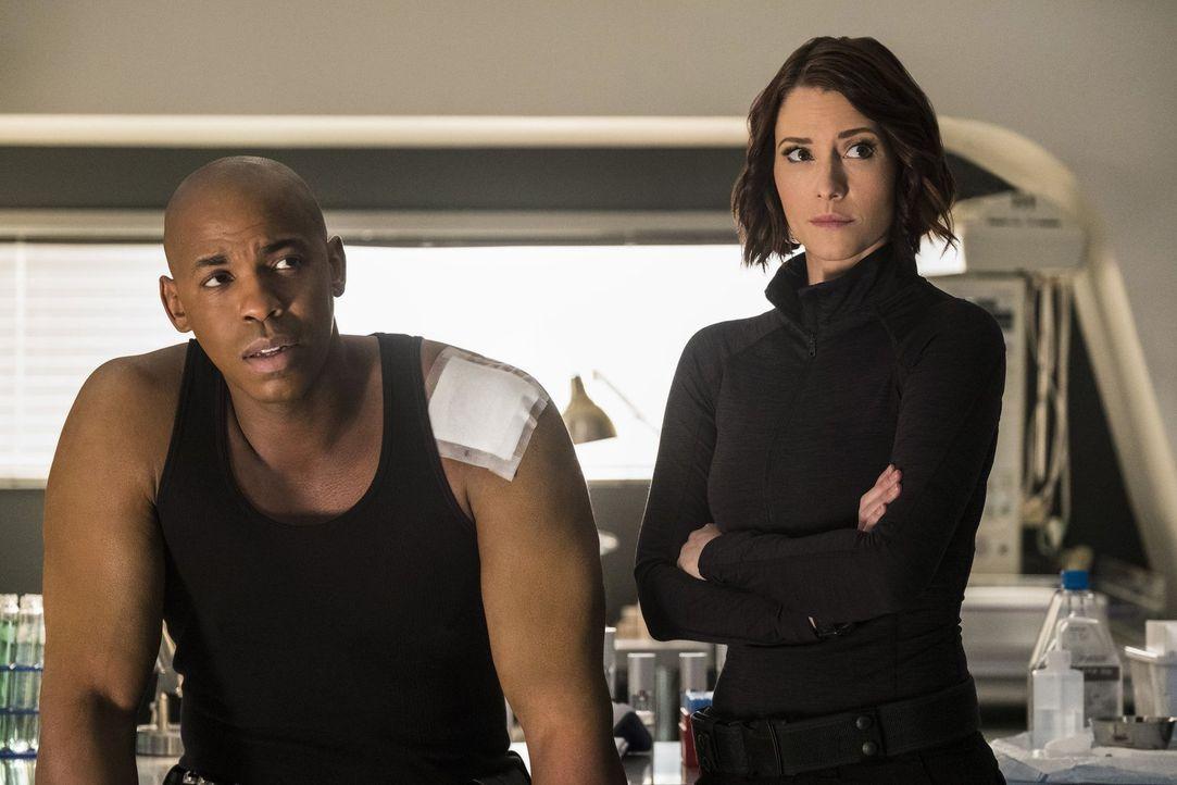 Versuchen, Supergirl von Lenas Schuld zu überzeugen: James (Mehcad Brooks, l.) und Alex (Chyler Leigh, r.) ... - Bildquelle: 2016 Warner Brothers