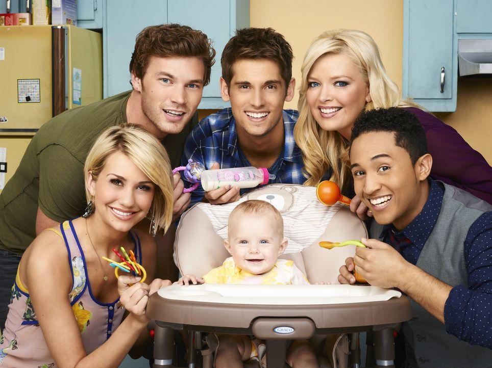(1. Staffel) - Zusammen kümmern sich Ben (Jean-Luc Bilodeau, hinten M.), seine Mutter (Melissa Peterman, hinten r.), sein Bruder Danny (Derek Theler... - Bildquelle: Andrew Eccles ABC Family