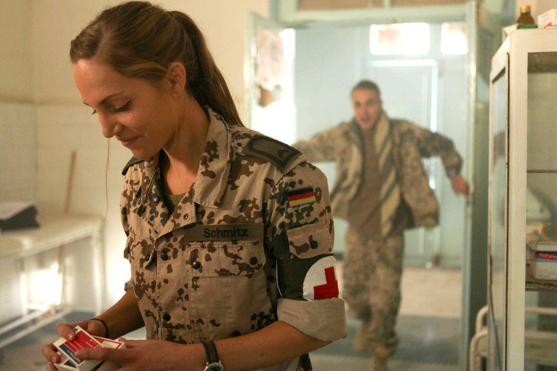 Nur bei Krankenschwester Nina (Jessica Richter) kann Martin nicht landen, obwohl er alles tut, um ihr zu imponieren: Für ein Krankenhaus, in dem si... - Bildquelle: Sife Ddine ELAMINE ProSieben