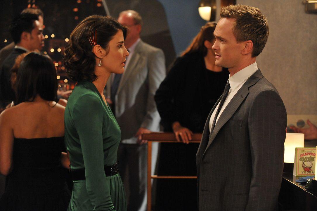 Müssen eine Entscheidung treffen, die ihre gemeinsame Zukunft beeinflussen wird: Barney (Neil Patrick Harris, r.) und Robin (Cobie Smulders, l.) ... - Bildquelle: 20th Century Fox International Television