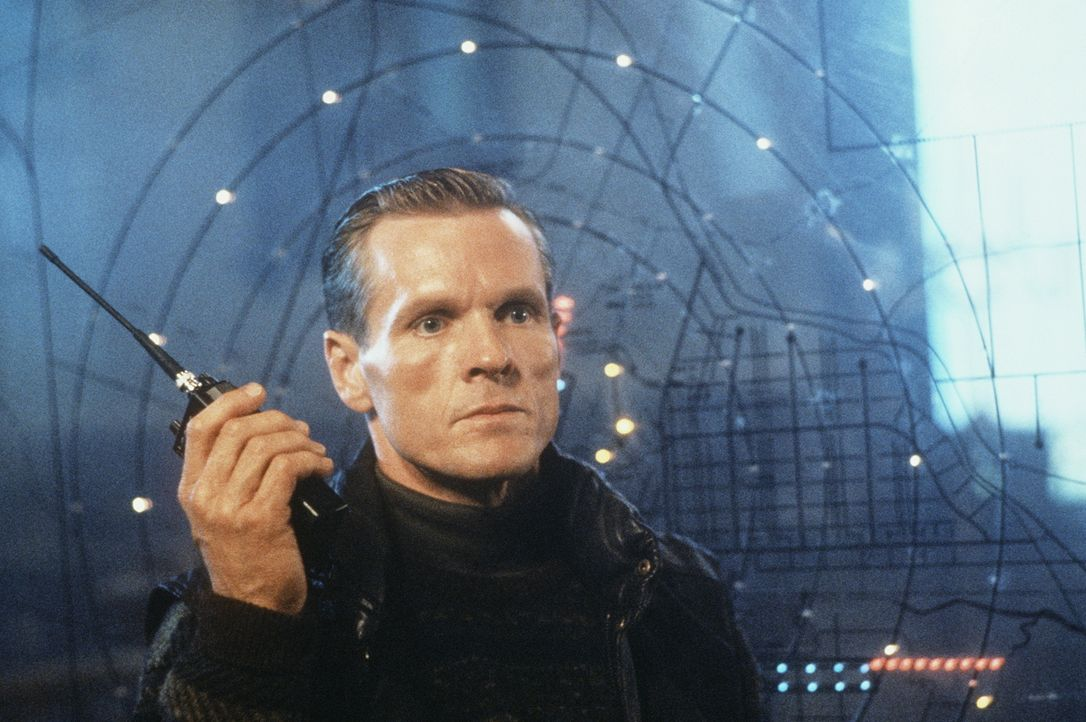 Um einen südamerikanischen Diktator und Drogenbaron befreien zu können, terrorisiert der fanatische Choleriker Colonel Stuart (William Sadler) den F... - Bildquelle: 20th Century Fox