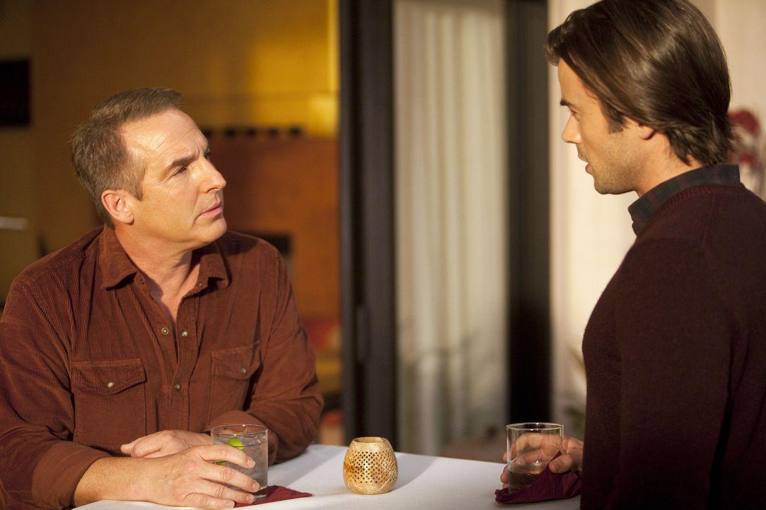 Machen sich Sorgen um das verschwundene Mädchen: Sheldon (Brian Benben, l.) und James (Matt Long, r.) ... - Bildquelle: ABC Studios