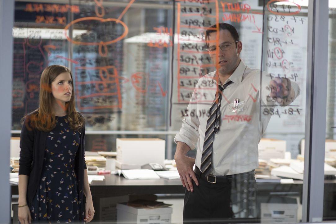 Dana Cummings (Anna Kendrick, l.); Christian Wolff (Ben Affleck, r.) - Bildquelle: Warner Bros.