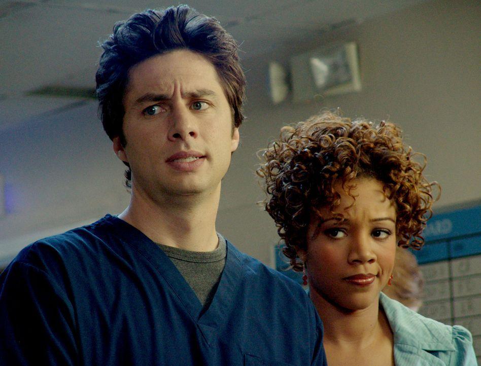 Kylie (Chrystee Pharris, r.) besucht J.D. (Zach Braff, l.) in der Klinik, der natürlich nun als Arzt in jeder Weise glänzen will, und sich daher e... - Bildquelle: Touchstone Television