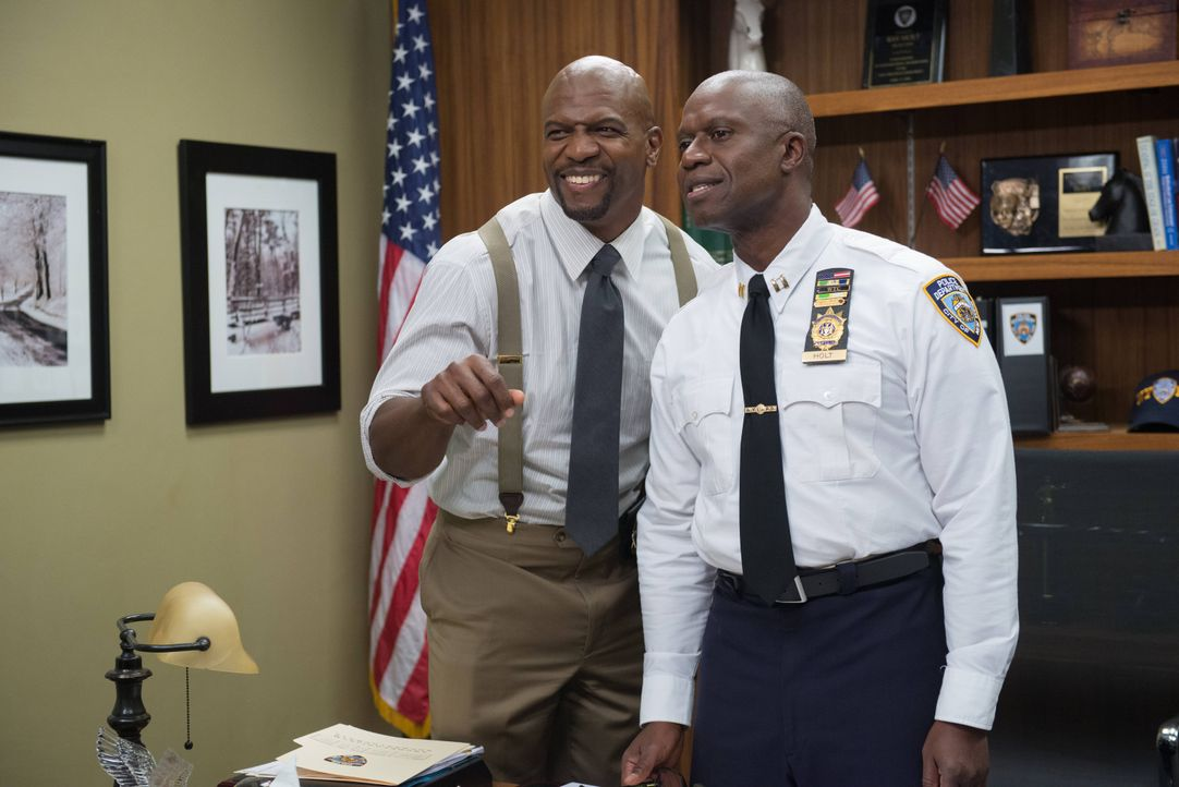Terry Jeffords (Terry Crews, l.); Captain Ray Holt (Andre Braugher, r.) - Bildquelle: Eddy Chen 2013 NBC Studios LLC. All Rights Reserved. / Eddy Chen