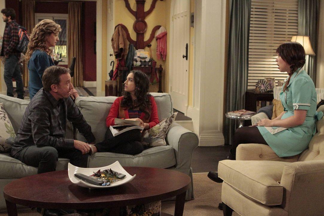 Während Mike (Tim Allen, l.) versucht, seine Tochter Mandy (Molly Ephraim, 2.v.r.) zu überzeugen Mitt Romney zu wählen, wirbt ihre Schwester Kristin... - Bildquelle: 2011 Twentieth Century Fox Film Corporation
