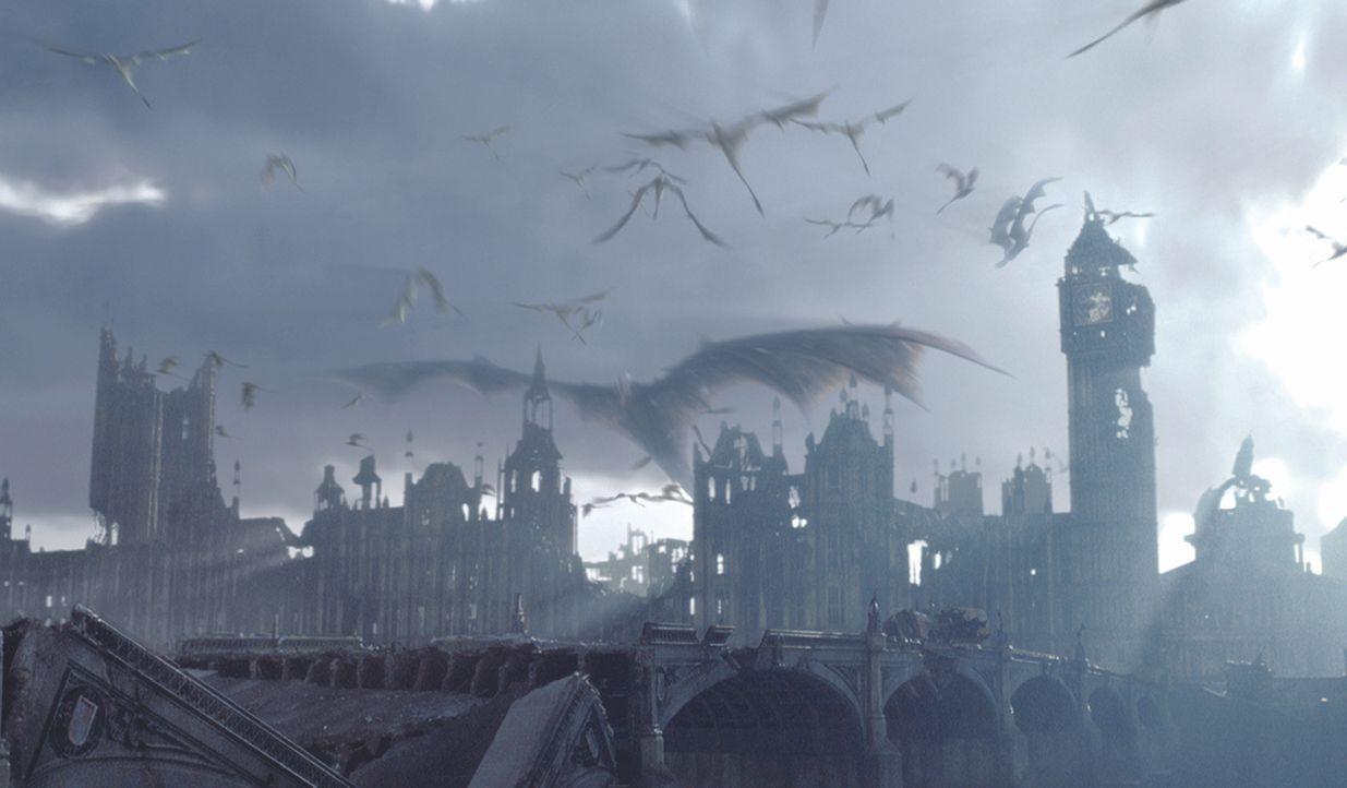Riesige Drachen fallen in London ein ... - Bildquelle: Touchstone Pictures und Spyglass Entertainment Group, LP Im Verleih der Buena Vista International