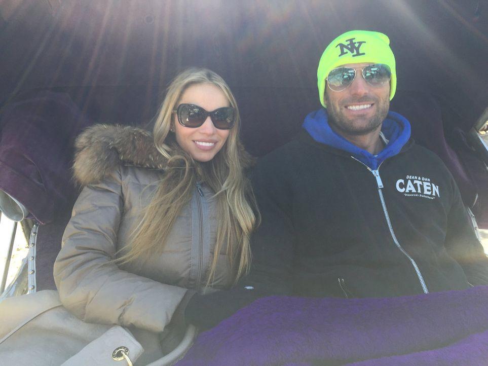 Auf einem Roadtrip durch die USA: Unternehmer Bastian Yotta (r.) und Freundin Maria (l.) ... - Bildquelle: ProSieben