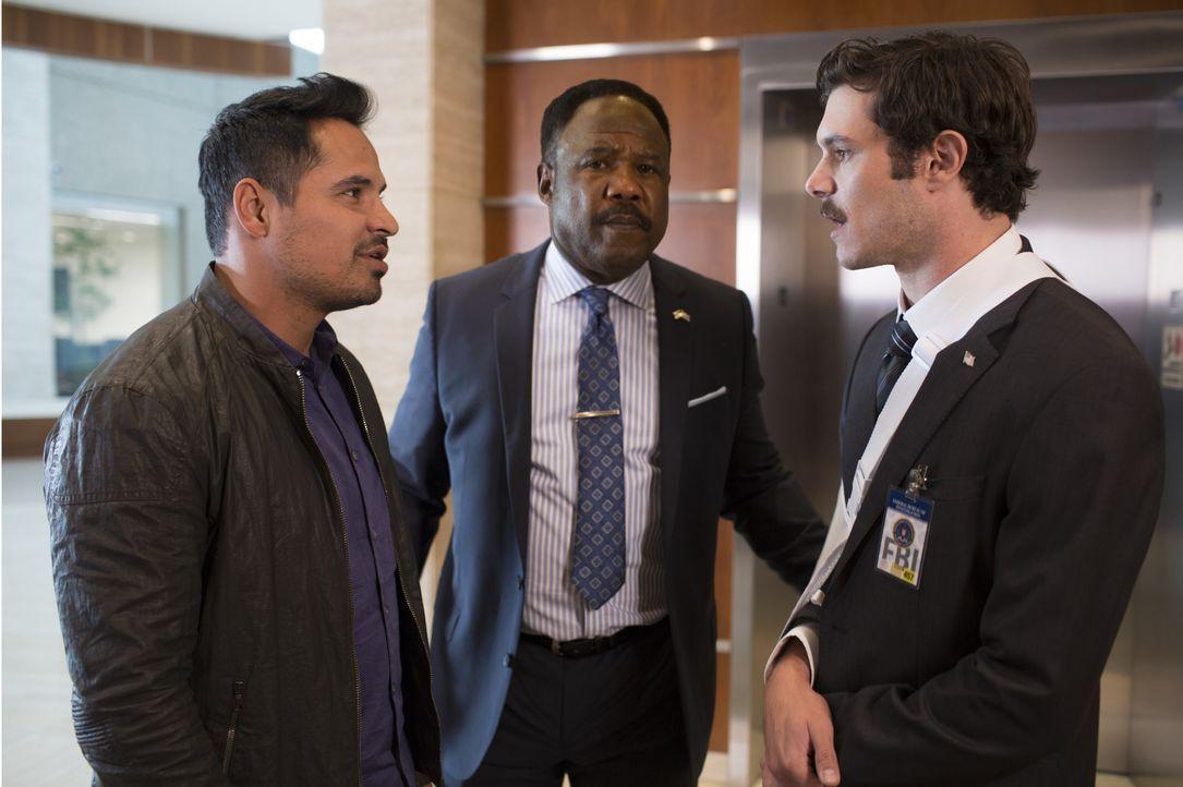 "(v.l.n.r.) Frank ""Ponch"" Poncherello (Michael Peña); Peterson (Isiah Whitlock jr.); Clay Allen (Adam Brody) - Bildquelle: Warner Bros."