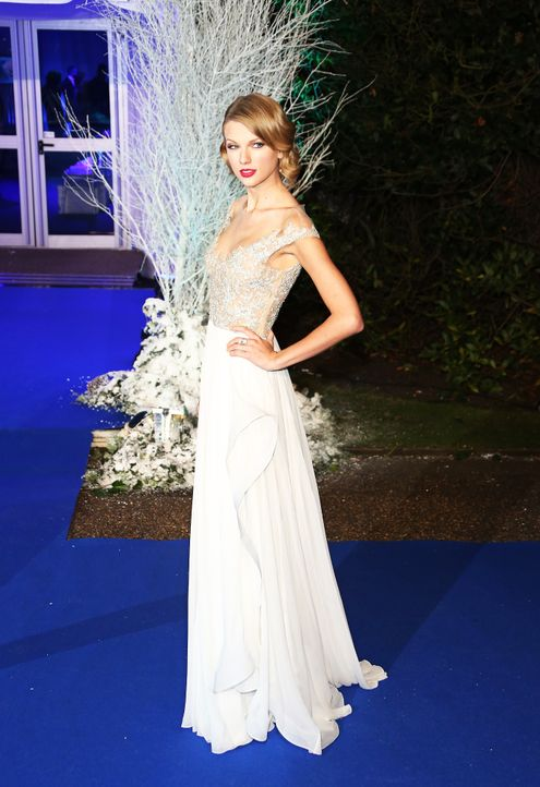 Winter-Whites-Gala-13-11-26-Taylor-Swift-01-WENN-com - Bildquelle: WENN.com