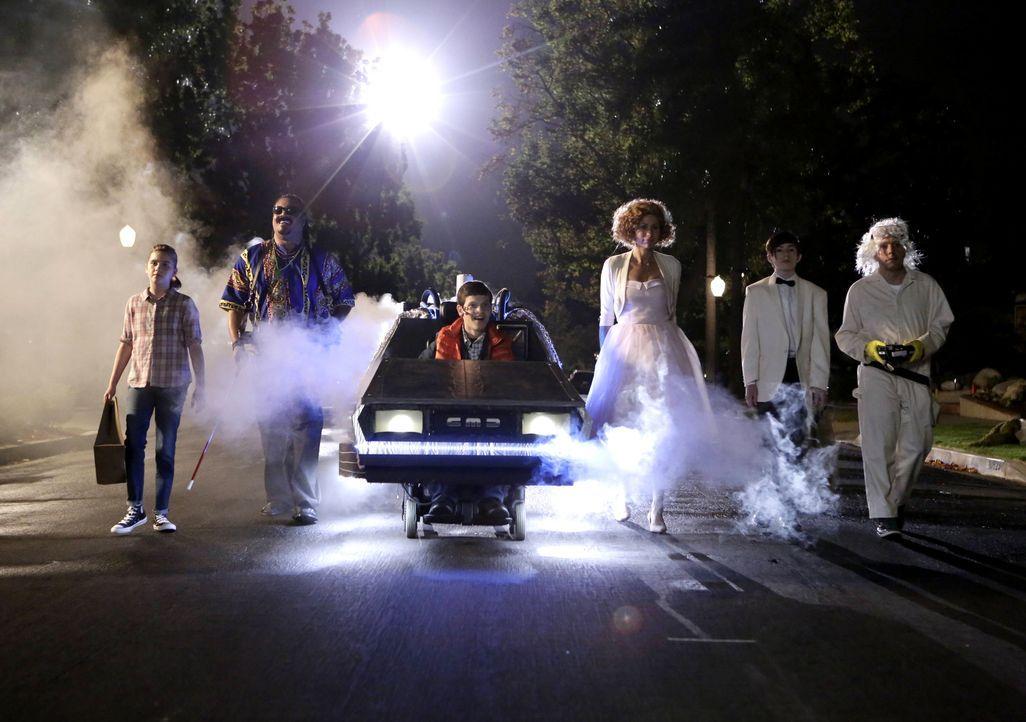 Ein ganz besonderes Halloweenfest wartet auf Maya (Minnie Driver, 3.v.r.), Jimmy (John Ross Bowie, r.), Ray (Mason Cook, 2.v.r.), JJ (Micah Fowler,... - Bildquelle: 2016-2017 American Broadcasting Companies. All rights reserved.