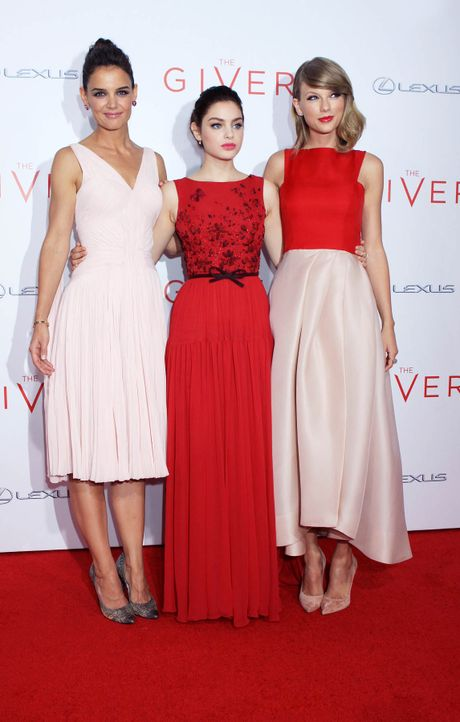 The-Giver-Premiere-NY-Katie-Holmes-Odeya-Rush-Taylor-Swift-14-08-11-2-Michael-Carpenter-WENN-com - Bildquelle: Michael Carpenter/WENN.com