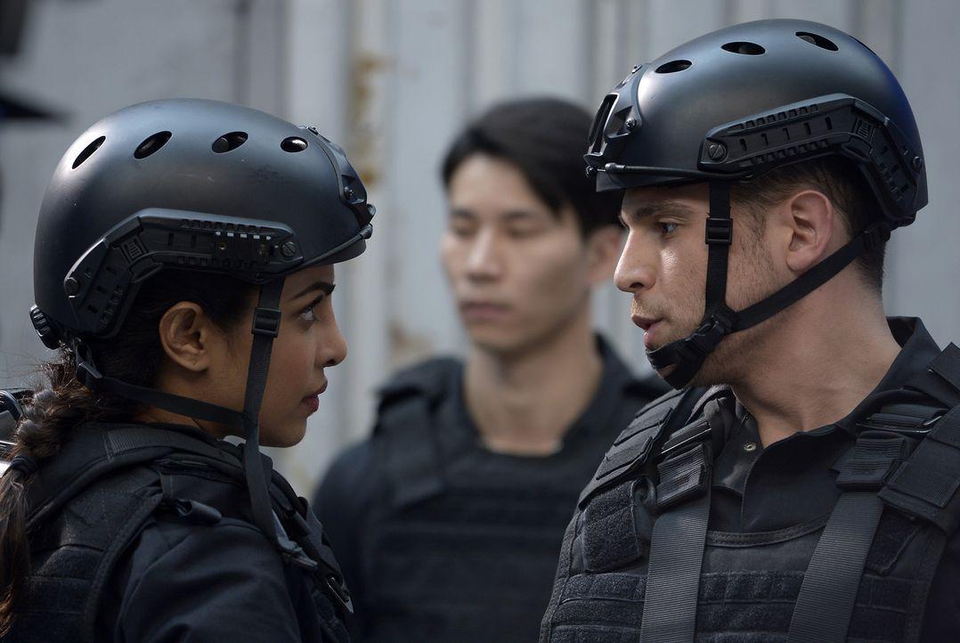 Auf die Rekruten wartet erneut eine neue Aufgabe, die sie bewältigen müssen: Drew (Lenny Platt, r.) und Alex (Priyanka Chopra, l.) ... - Bildquelle: Philippe Bosse 2015 ABC Studios