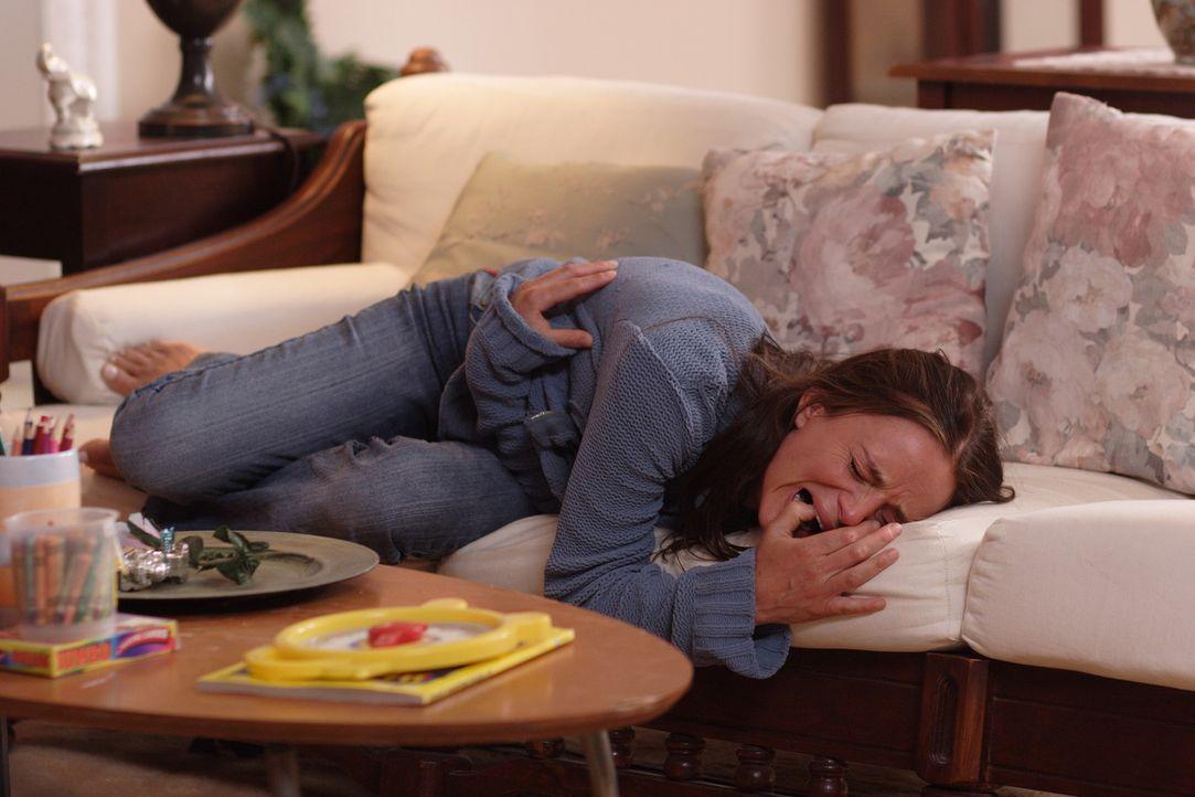 Als Kristen (Gabrielle Anwar) erfährt, dass ihr Ex und ihr Sohn tot sind, bricht sie zusammen. 14 Jahre später sieht sie Urlaubsfotos, auf denen s... - Bildquelle: Christopher Filmcapital