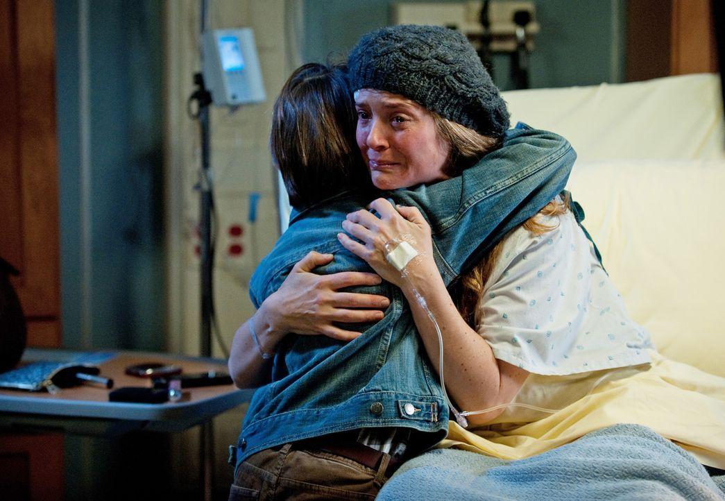 Da Erica (A.J. Langer, r.) nicht mehr lange zu leben hat, muss sie langsam Abschied von ihrem geliebten Sohn Mason (Griffin Gluck, l.) nehmen, währ... - Bildquelle: ABC Studios