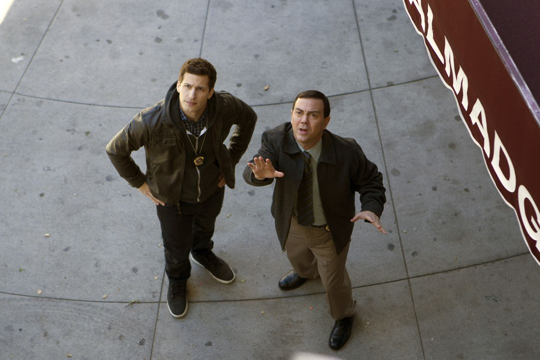Jake Peralta (Andy Samberg, l.); Charles Boyle (Joe Lo Truglio, r.) - Bildquelle: John P. Fleenor 2015 UNIVERSAL TELEVISION LLC. All rights reserved. / John P. Fleenor