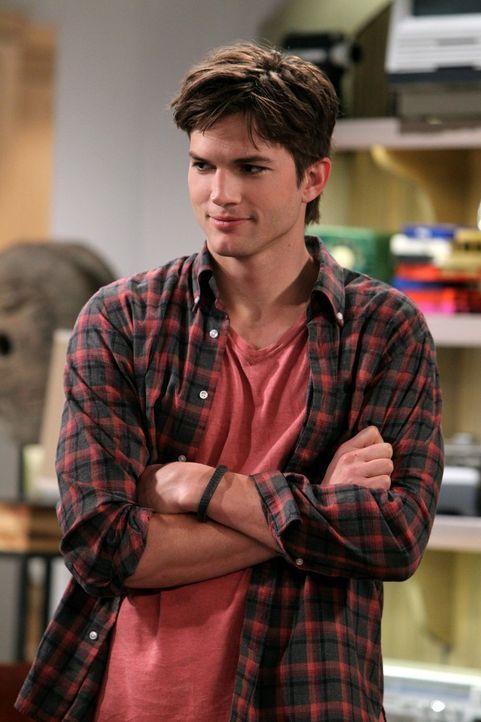 Bekommt überraschenden Besuch: Walden (Ashton Kutcher) ... - Bildquelle: Warner Brothers Entertainment Inc.