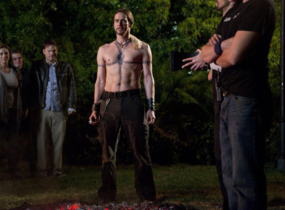 Der unkonventionelle Straßenzauberer Steve Gray (Jim Carrey, M.) schart schon bald eine stark wachsende Fangemeinde um sich. Mit seinen lebensgefähr... - Bildquelle: 2013   Warner Brothers