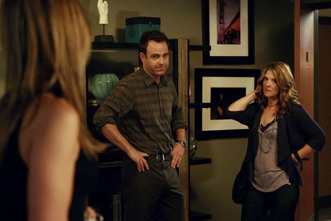 Zu Ericas (A. J. Langer, r.) Missfallen wird Masons Bindung an Cooper (Paul Adelstein, M.) und Charlotte (KaDee Strickland, l.) immer stärker, wäh... - Bildquelle: ABC Studios