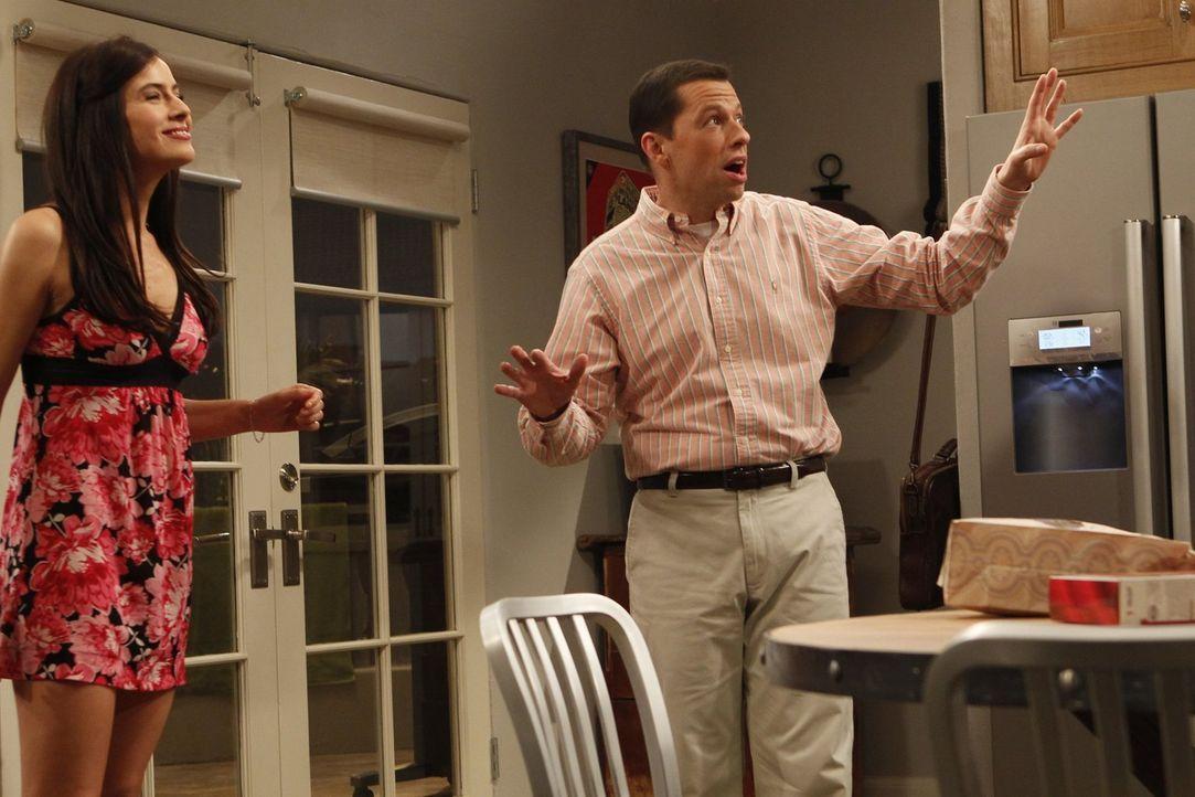 Alan (Jon Cryer, r.) ist schockiert, als er Zoey (Sophie Winkleman, l.) in ihrem besonderen Zustand sieht ... - Bildquelle: Warner Brothers Entertainment Inc.