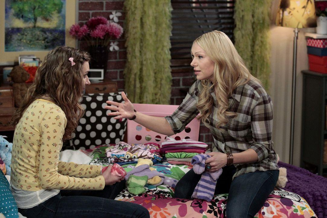 Chelsea (Laura Prepon, r.) möchte den Fehler den sie begangen hat wieder gut machen, doch wird ihr Dee Dee (Lauren Lapkus, l.) verzeihen können? - Bildquelle: Warner Bros. Television