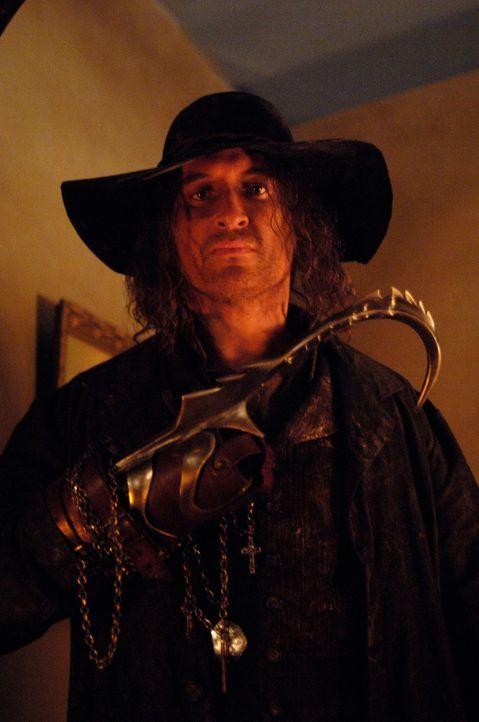 Hat es auf Unschuldige abgesehen: Der Hakenmann (Darsteller unbekannt) ... - Bildquelle: Warner Bros. Television