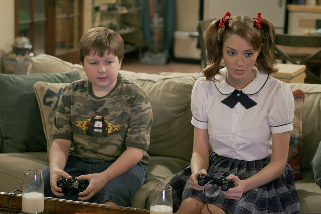 Haben jede menge Spaß miteinander: Jake (Angus T. Jones, l.) und Kandi (April Bowlby, r.) ... - Bildquelle: Warner Brothers Entertainment Inc.